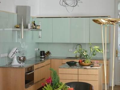 Küche mit Glasfront