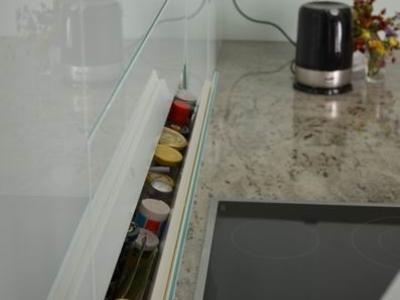 Küchen-Einbauschrank mit Glasfront