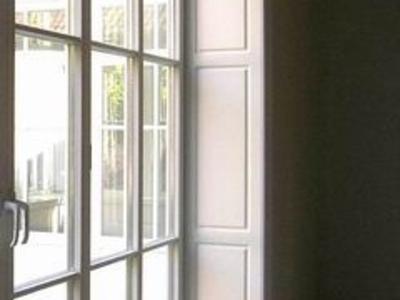 Holzfenster mit Fensterfutter